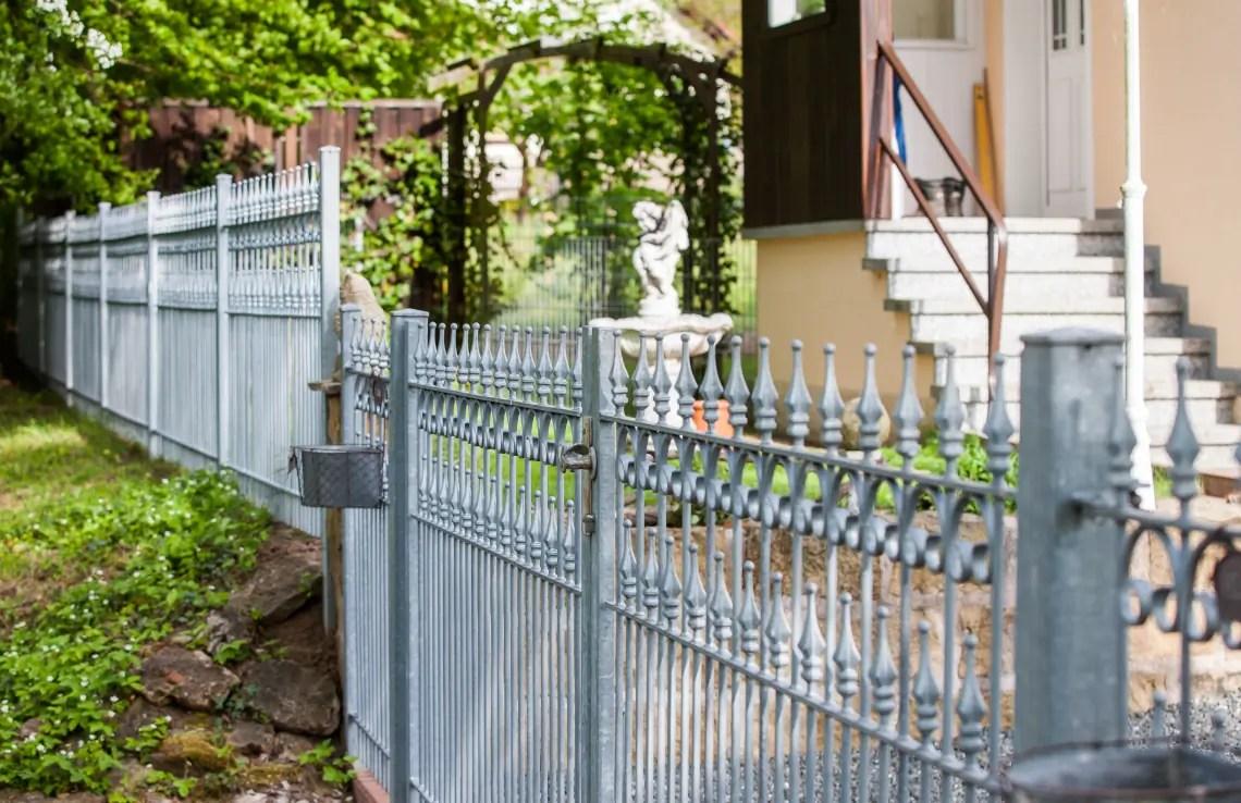 Zaun- und Toranlage Lugano - feuerverzinkt - Stab