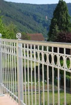 Geländer Belluno in feuerverzinkter Ausführung zur Absturzsicherung