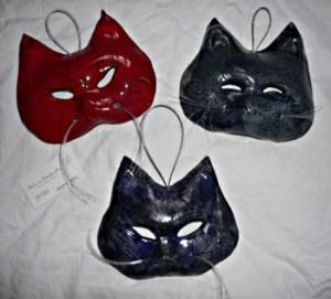 chachemoi - masques chat en céramique © Michèle Ruffin