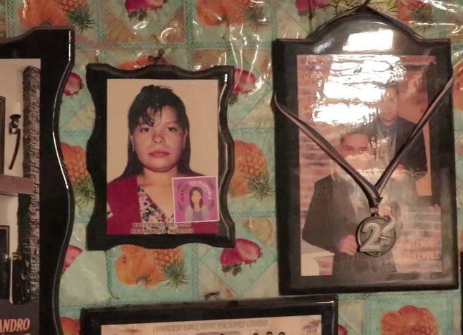 Fotografía de 'Manuela', en casa de sus familiares.