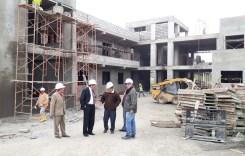 Autoridades recorren construcción del Centro de Salud en Cañar
