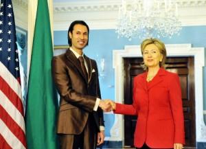 Motassem, hijo de Gaddafi, y Hillary Clinton, quien asesinaría a ambos.
