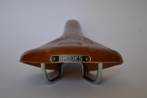 5810 Brooks Team Pro 04