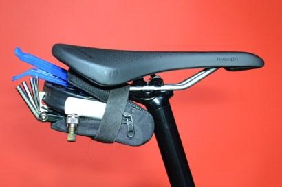 borsino sottosella bici cosa portare