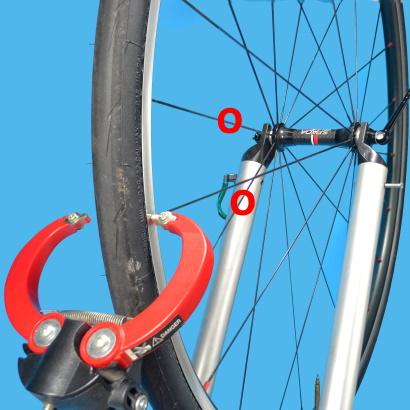 Come eseguire la centratura laterale di una ruota raggi da tensionare tendere