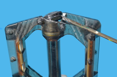 Manutenzione dei pedali flat rimuovere cappuccio parapolvere