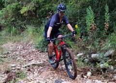 In bici in zona rossa