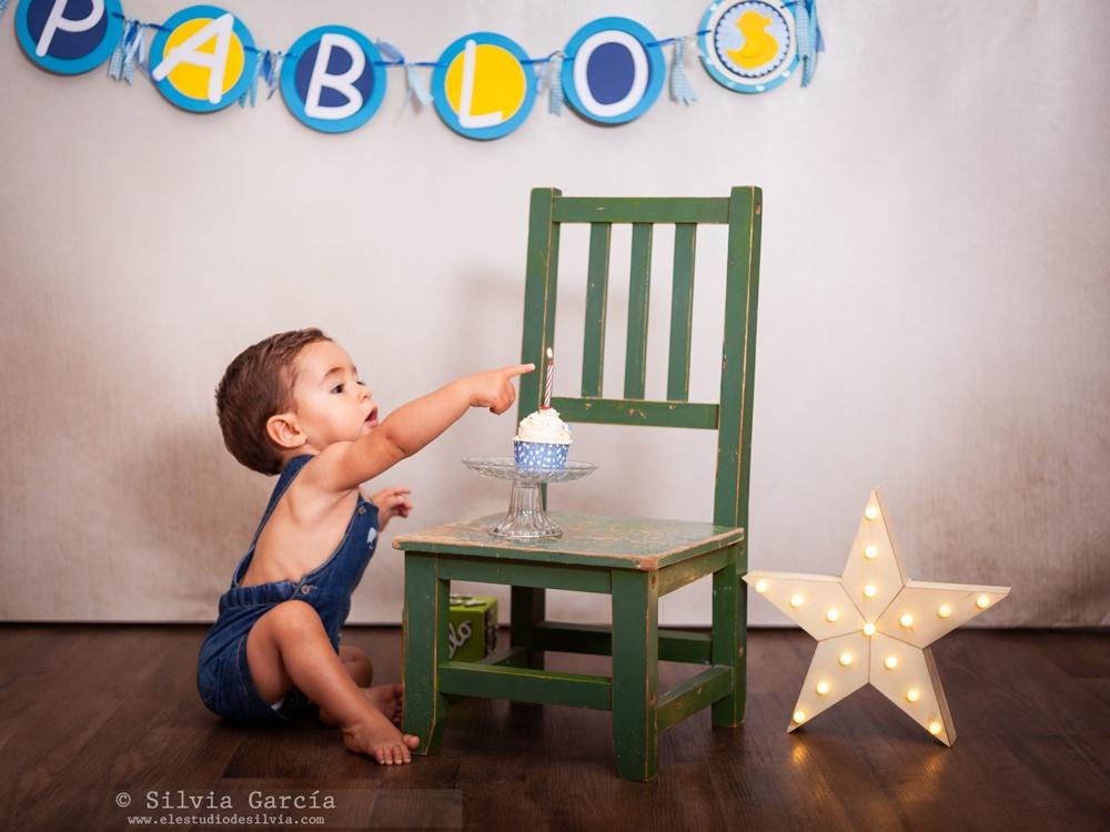 primer cumpleaños, sesión de fotos primer cumpleaños, bebe, fotografía infantil, smash cake, tarta, sesión infantil divertida, fotos infantiles