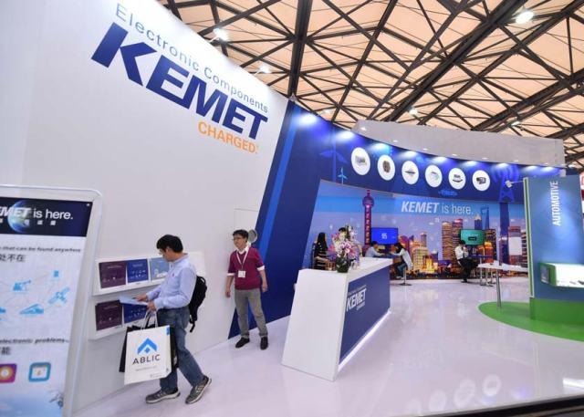 Kemet_Booth-640x457 KEMET festeggia a electronica 2018 il centenario della fondazione