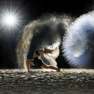 Dancer, dancing, sand. Picture by marcelkessler on Pixabay.