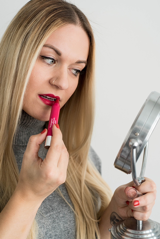 Neutrogena Color Stick Lip Color in Cherry Pink