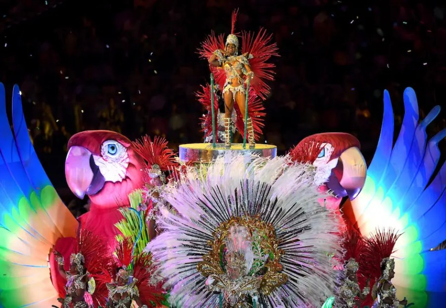 """RIO DE JANEIRO, BRAZIL - AUGUST 21: Samba dancers perform in the """"Cidade Maravilhosa"""" segment during the Closing Ceremony on Day 16 of the Rio 2016 Olympic Games at Maracana Stadium on August 21, 2016 in Rio de Janeiro, Brazil. (Photo by Pascal Le Segretain/Getty Images)"""