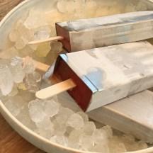 Eis aus leckerem Fruchtsaft und frischen Früchten Wir machen eis aus Fruchsaft, ein leckerer Sommersnack für Kinder ganz ohne Zucker super lecker und das besondere Etwas sind die frischen Früchte im Eis, noch mehr schöne Sommer Rezepte findet ihr auf www.elfenkindberlin.de