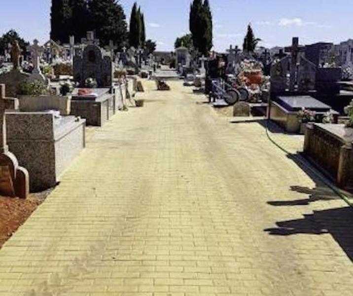Adoquinar cementerio