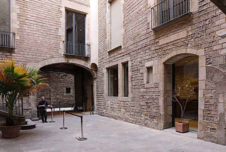 A photograph of the interior courtyard, Picasso Museum
