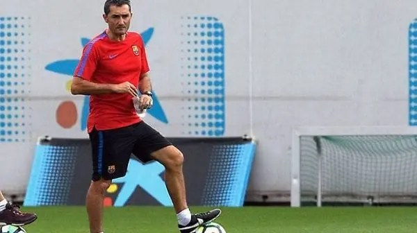 Ernesto Valverde en campo de entrenamiento