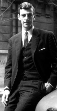 TODA LA PINTA en la primera nota con El Gráfico, en 1962, con traje y chaleco, comprado y puesto a instancias de la madre para la nota.