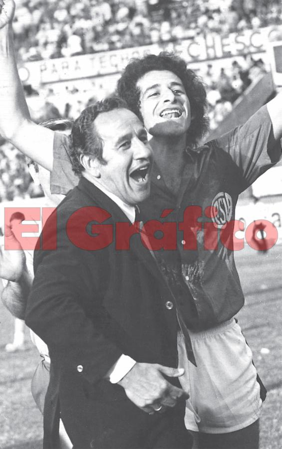 Lorenzo with Victorio Cocco in San Lorenzo, along with Boca Juniors, his two loves.