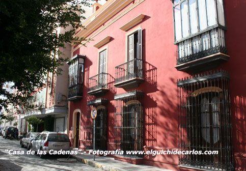 La Casa de las Cadenas. Conocida popularmente desde 1729 por Decreto del Rey Felipe V. Fotografía de www.elguichidecarlos.com