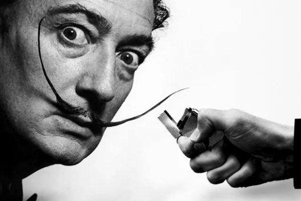 O artista Salvador Dalí e seu famosos bigode