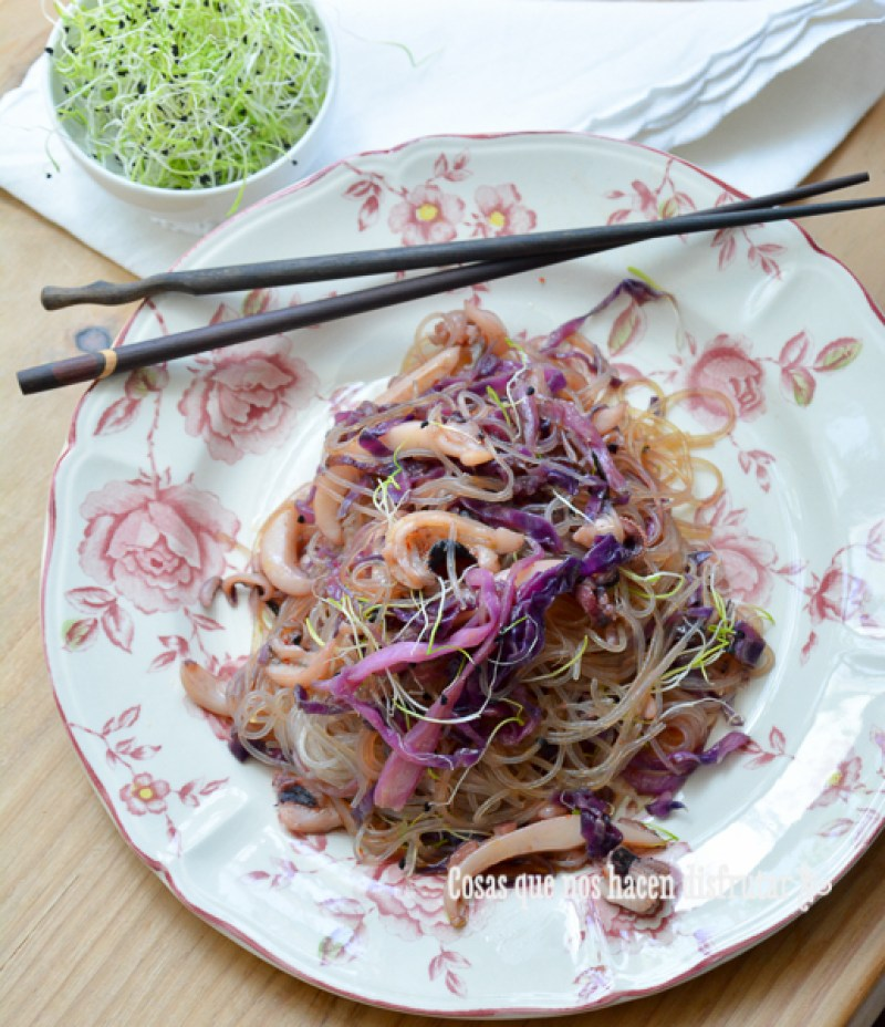 Receta de Fideos de arroz con chocos y lombarda