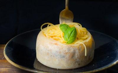 Espaguetis con queso y más quesos