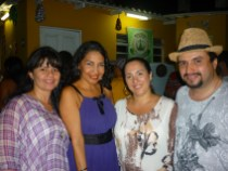 Com amigas do quintal do samba e o criador do quintal o cantor e compositor Junior Rodrigues