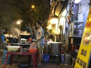 Vietnam-Hanoi-street-food