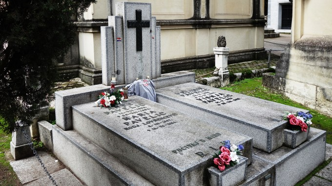 La tumba de Ante Pavelić en el cementero de San Isidro de Madrid