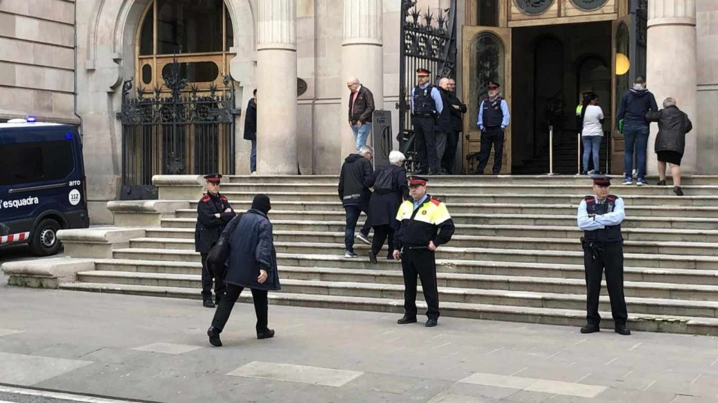 El ex profesor de los Maristas a su llegada a la Audiencia de Barcelona.