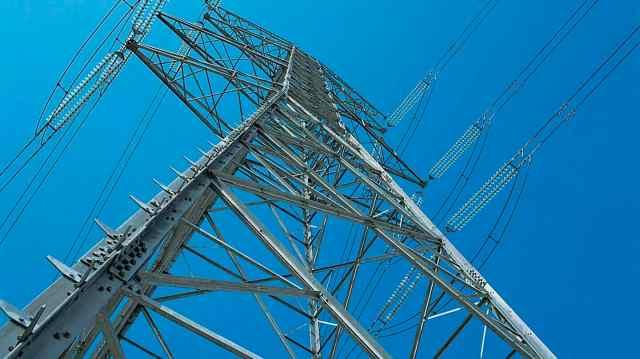 Las compañías eléctricas nos cargarán este año con más de 2.700 millones sólo para pagar deudas