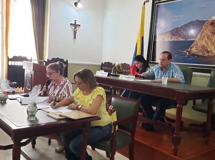 Sesión de clausura de extraordinarias, presidida por el presidente de la Corporación, Álex Velásquez.