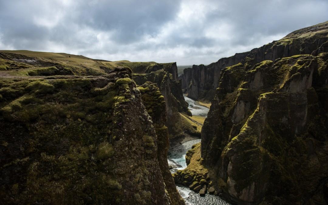 Fjaðrárgljúfur och lavafält på vindarnas ö.