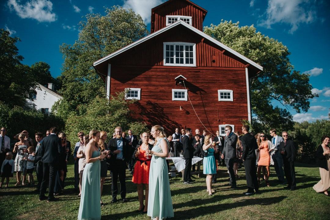 Joacim och Cecilias ladugårdsbröllop på Låsta Säteri i Strängnäs
