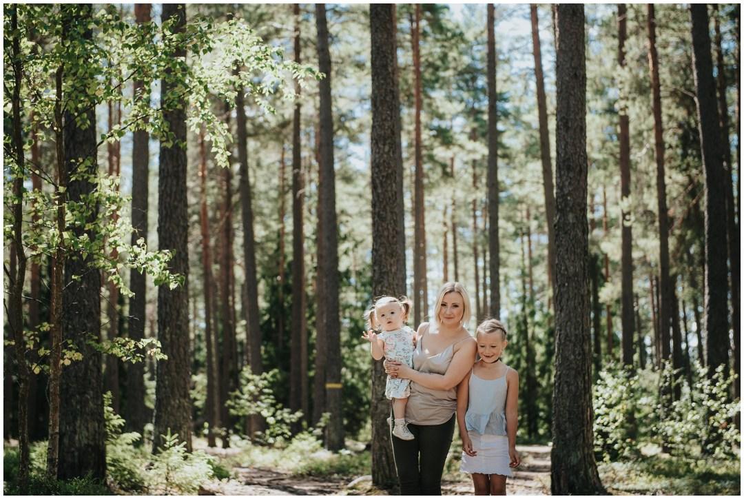 Yoga med Verena i skogen i Tullinge
