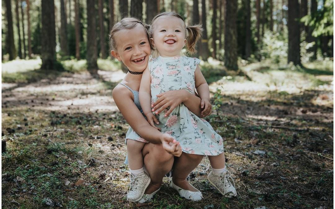 Familjefotografering i Tullingeskogen