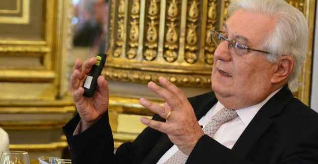 Antonio del Valle, líder de los críticos, ha perdido más de 300 millones con su inversión
