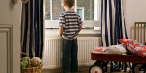 Lasciare i figli da soli è immorale?