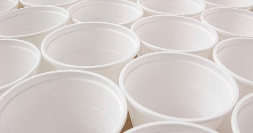 Recycler Et Trier Les Gobelets Plastique En Entreprise