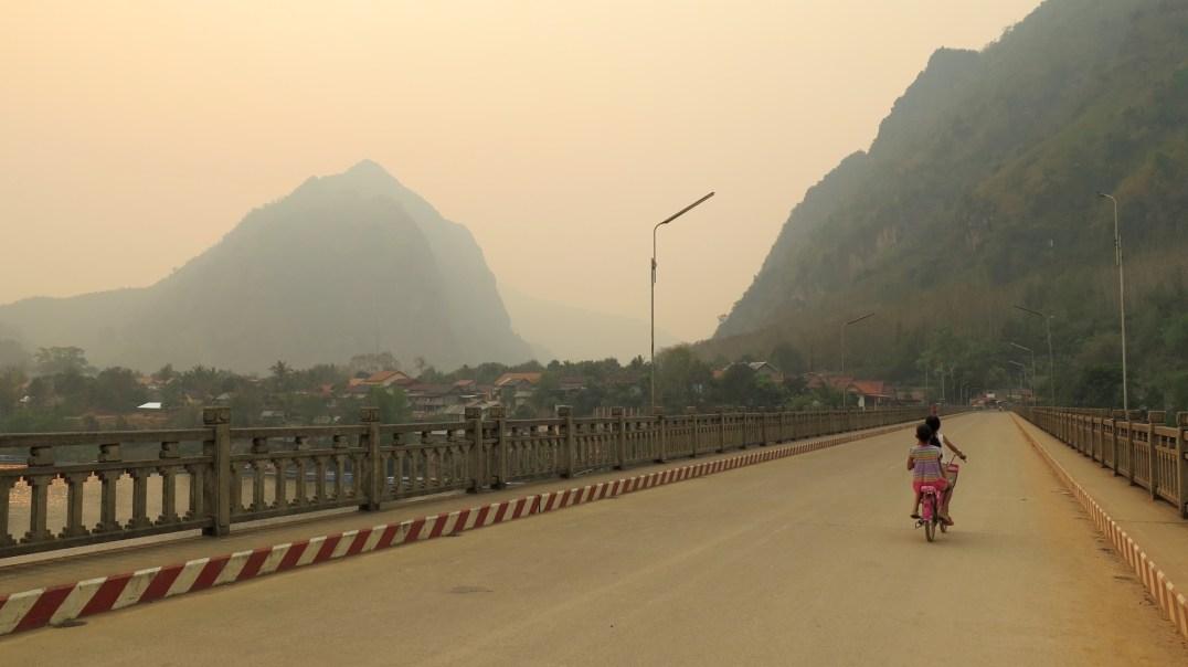 Le pont de Nong Khiaw (payé par les Chinois)