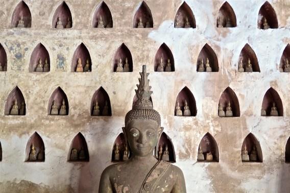 Quelques unes des milliers de statues de Bouddha dans le Wat Si Saket