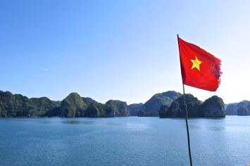 Drapeau Cat Ba Baie Halong Vietnam blog voyage 2016 34