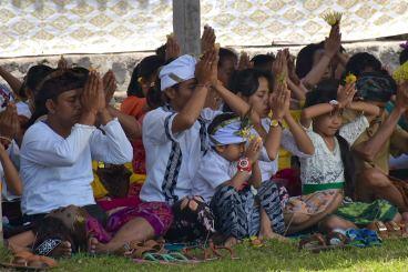 Tout le monde prie ensemble
