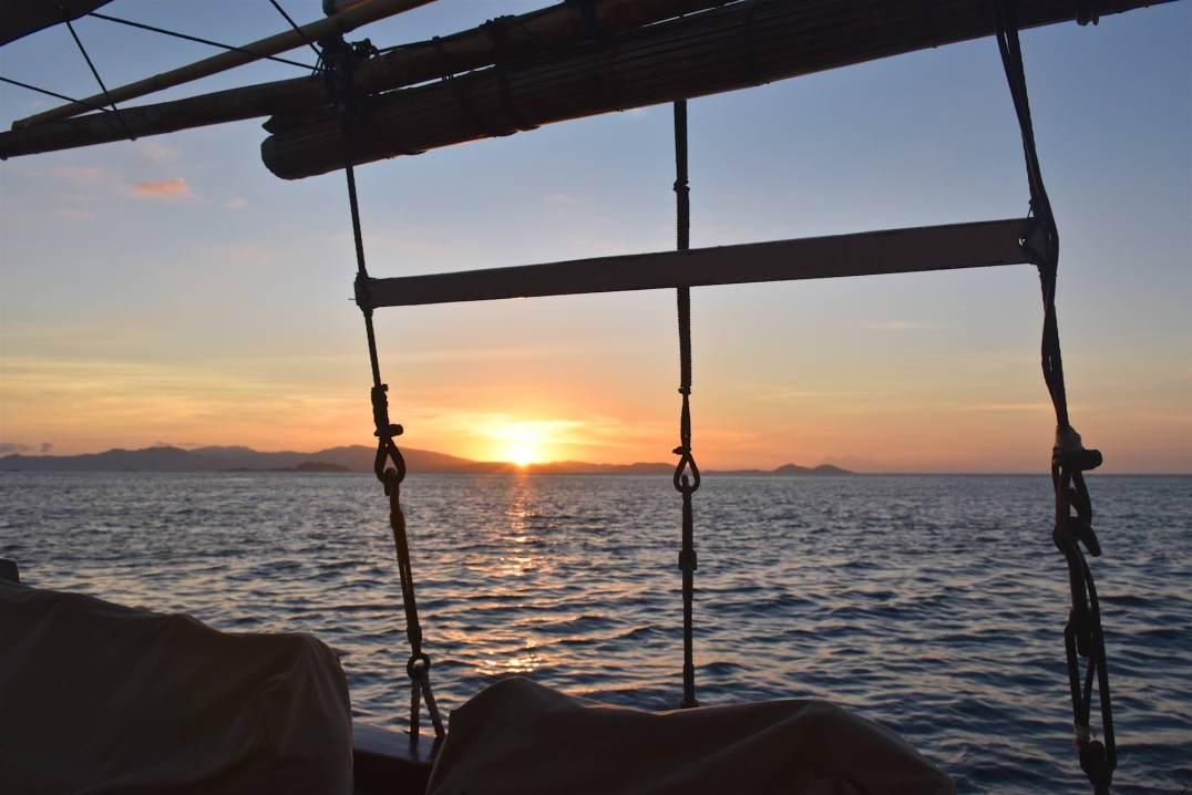 Premier coucher de soleil sur le bateau