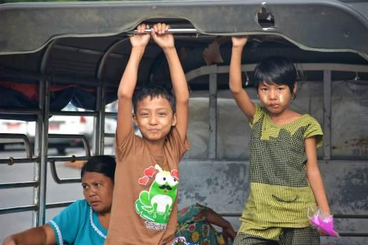 Enfants Yangon-Myanmar-Birmanie-blog-voyage-2016 10