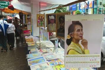 Stand marché rue Yangon-Myanmar-Birmanie-blog-voyage-2016 3