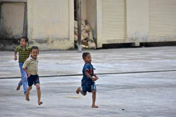 Enfants Botataung Yangon-Myanmar-Birmanie-blog-voyage-2016 54