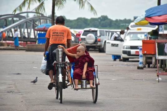 Novices lunchbox Yangon-Myanmar-Birmanie-blog-voyage-2016 57