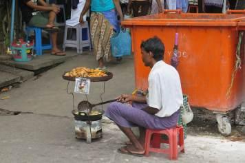 Vendeur de rue Yangon-Myanmar-Birmanie-blog-voyage-2016 6
