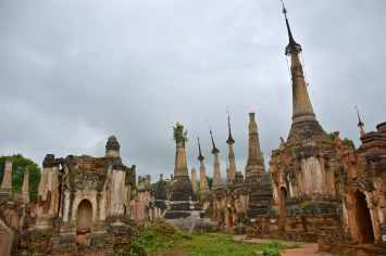 Stupas In Bein Lac-Inle-Myanmar-blog-voyage-2016 31